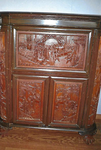 Cocktails and bar cabinets were fashionable in the 1920s and 1940s.