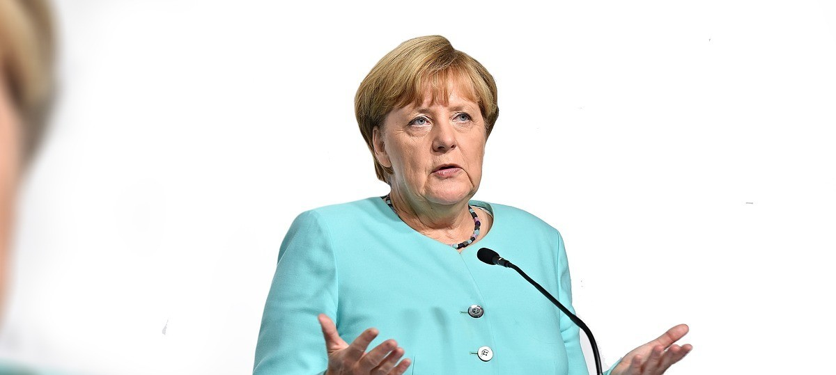 Angela Merkel, No Hillary Look-Alike, Strides Toward a Triumph